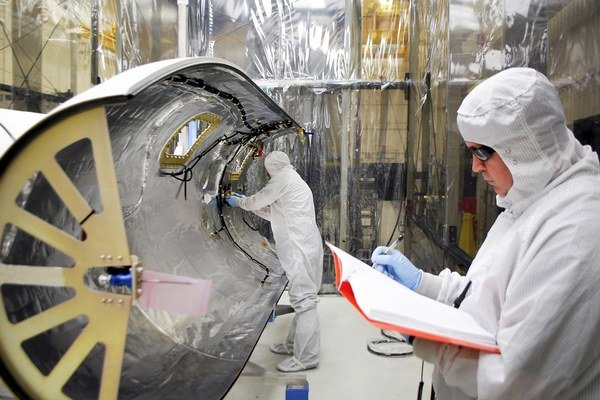 Sonda váži zhruba 200 kilogramov.