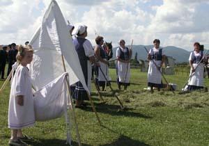 spevácka skupina, ktorá vystúpila na oslavách s folklórnym pásmom.
