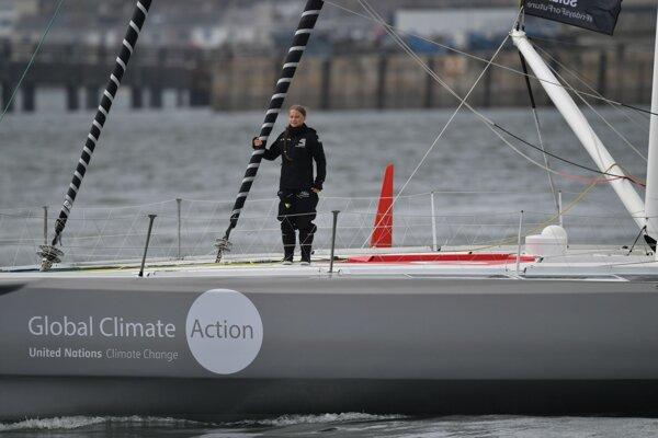 Aktivistka Greta Thunbergová priplávala po dvojtýždňovej plavbe do New Yorku.
