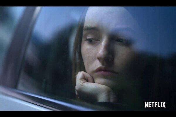 Hrdinke seriálu Unbelievable vyšetrovatelia neveria, že bola znásilnená
