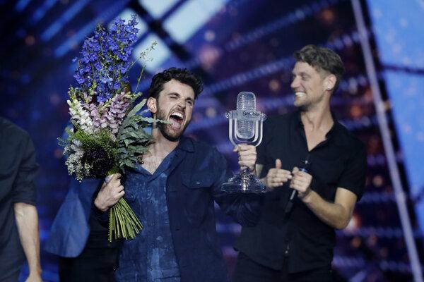 Holandský spevák Duncan Laurence zvíťazil vo finále pesničkovej súťaže Eurovízia 2019 v izraelskom Tel Avive.