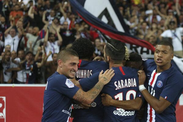 Futbalisti Paríža Saint Germani oslavujú víťazstvo - ilustračná fotografia.