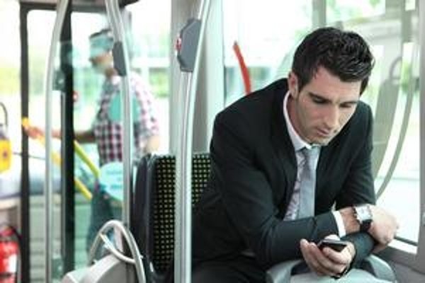 Poskytovanie SMS pôžičiek je výhodným biznisom pre poskytovateľov. Klienti na tom však výrazne prerobia.