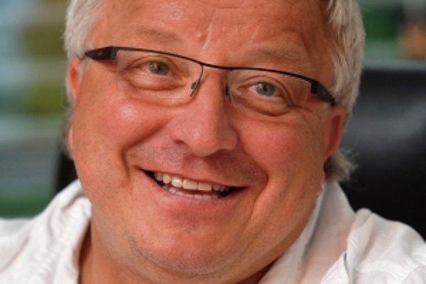 Michal V. Marek (1954) absolvoval Lesnícku fakultu Vysokej školy poľnohospodárskej v Brne a biofyziku na Prírodovedeckej fakulte UK v Prahe. Od roku 1998 riadil Ústav systémovej biológie a ekológie AV ČR v Brne, v roku 2010 sa stal riaditeľom Centra v