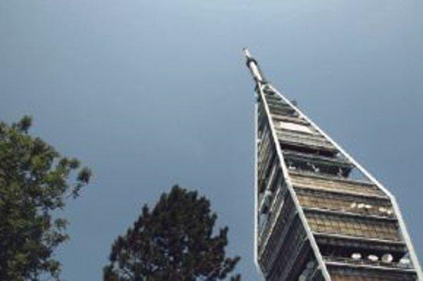 Towercom má po krajine vybudovanú sieť vysielačov, čo ho zvýhodňuje v novom tendri.