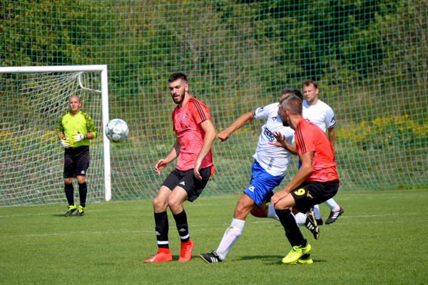 Pred 300 divákmi vyhrali derby vo Veľkých Bierovciach/Opatovciach Melčice-Lieskové tesne 2:3.