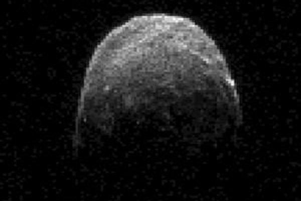 Astronómovia sledovali približovanie 2005 YU55 pomocou radarov.