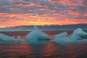 Nad južným pólom je ozónová diera každoročne, na severe je prvýkrát.