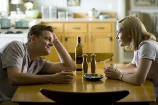 Kate Winsletová (na snímke s Leonardom DiCapriom) žila so Samom Mendesom sedem rokov (od roku 2003 do roku 2010). Aj ona naplnila prognózy o tom, že získanie Oscara herečkám skracuje manželstvo.