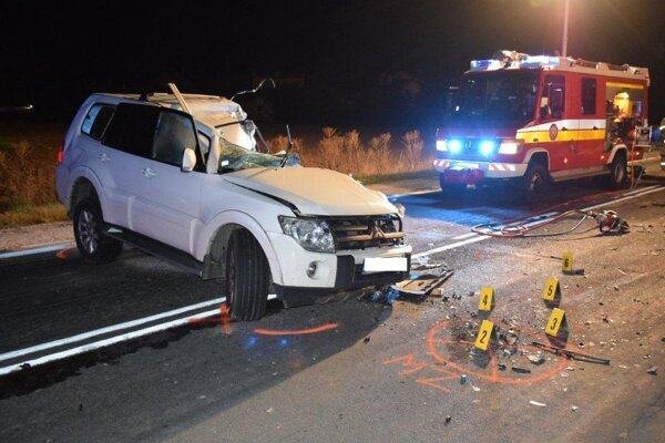 Vodič Mitsubishi dopravnú nehodu neprežil.