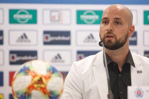 Generálny riaditeľ ŠK Slovan Bratislava Ivan Kmotrík ml. počas tlačovej konferencie.