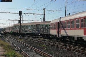 Vlak sa v Senici vykoľajil dnes ráno.