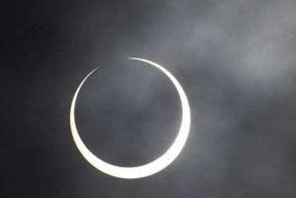 Zatmenie Slnka pozorované v kenskom Nairobi 15.januára 2010.