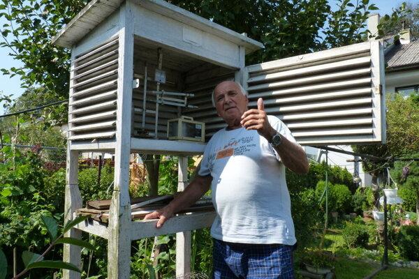 Štefan Pekár sa už desaťročia stará o meteorologickú stanicu.