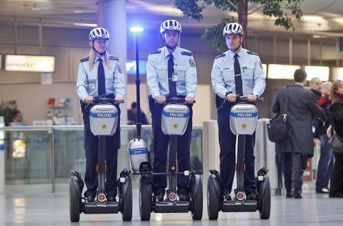 policajti-segway_sitaap.jpg