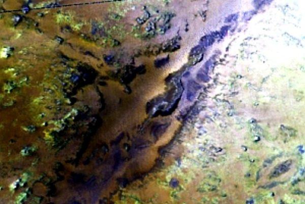 Nili Fossae tak, ako ho vidí spektrometer CRISM misie Mars Reconnaissance Orbiter.