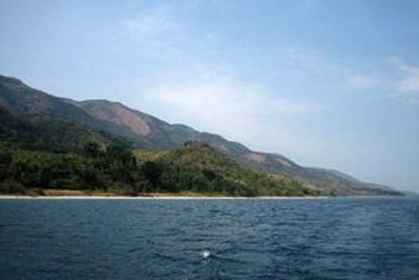 Východné pobrežie jazera Tanganika pri Gombe.