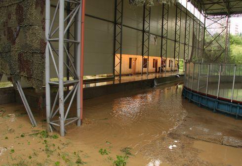 voda okolo štadióna