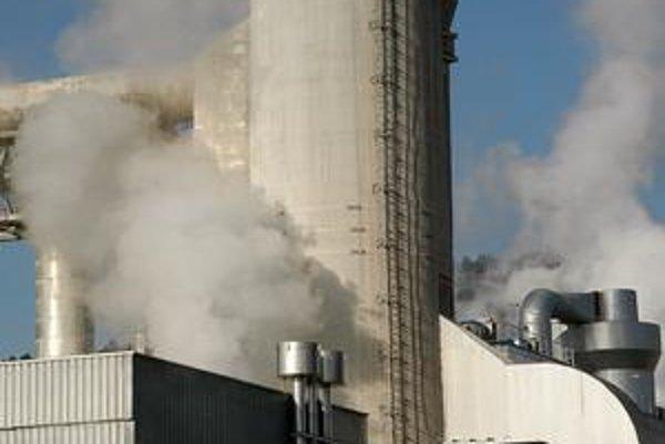 Železiarne, elektrárne, teplárne, cementárne,výroba pohonných látok a preprava plynu – to sú na Slovensku odvetvia, ktoré z hľadiska vypúšťania skleníkových plynov dávajú atmosfére najviac zabrať.