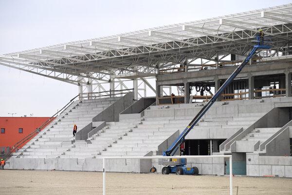 Prvá etapa výstavby Košickej futbalovej arény by mala byť hotová do konca roka.