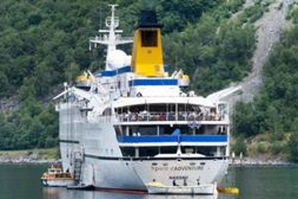 Ropa vytiekla z lode Spirit of Adventure plávajúcej pod bahamskou vlajkou.