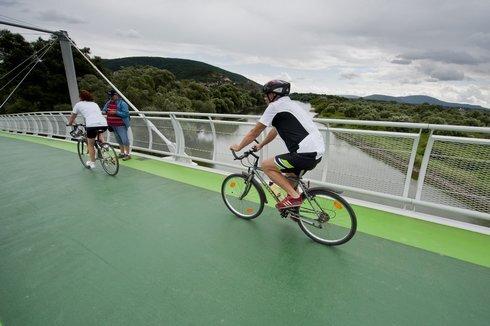 cyklisti_res.jpg