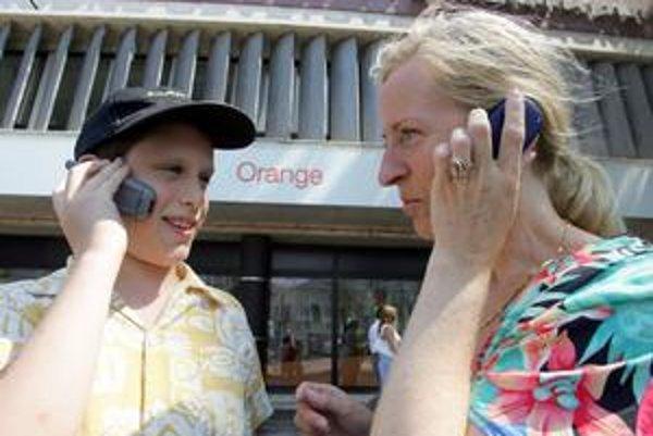 Či a o koľko zlacnejú volania zo siete do siete, zatiaľ nie je jané.