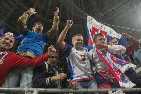 Fanúšikovia Slovenska počas kvalifikačného zápasu proti Maďarsku.