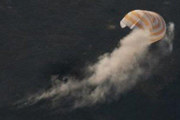 Sojuz TMA-13 pri pristátí v Kazachstane.