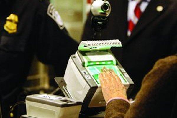 Odtlačky prstov ako biometrické prvky sú nebezpečné, tvrdia nemeckí hackeri. Onedlho za začnú používať aj u nás.