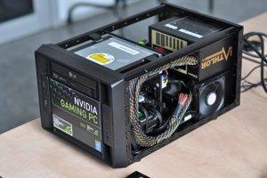 Vnútorné usporiadanie komponentov je dobré, nebráni komponentom v chladení.
