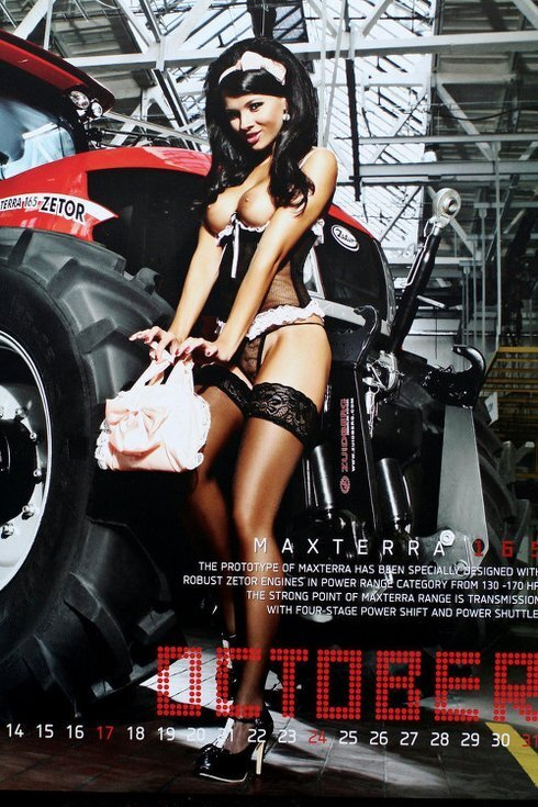 maria-troskova-reklama-na-traktor_r8621_res.jpg