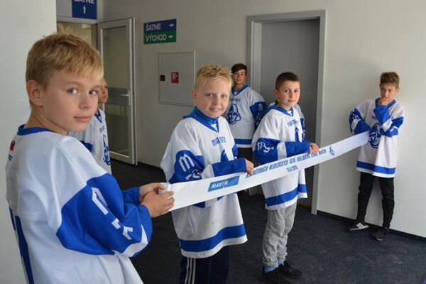 Mladí hokejisti sa konečne dočkali nových šatní.