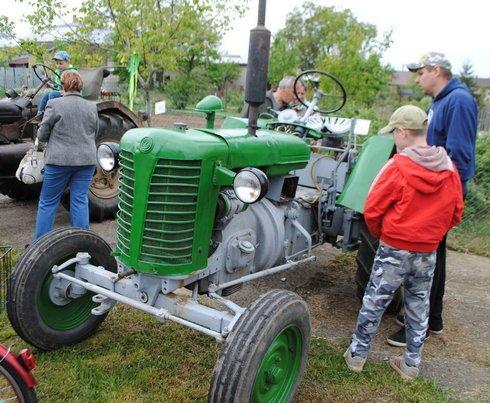 miko_traktor-najstarsi4_120515_res.jpg