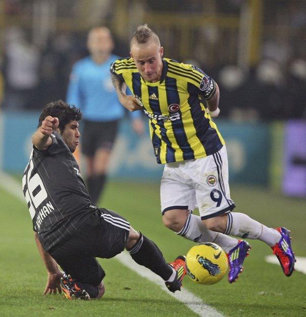 turkey_soccer_fenerbahce_besiktas-f42978_r9519_res.jpeg