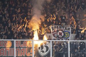 Na snímke sektor fanúšikov Trnavy počas dohrávky 8. kola Fortuna ligy ŠK Slovan Bratislava - FC Spartak Trnava.