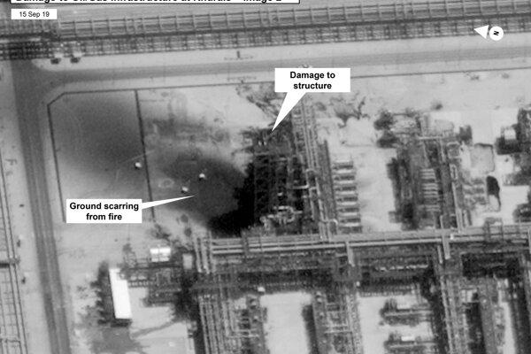 Zábery zničeného zariadenia v Aramco.