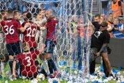 Výtržnosti počas zápasu Slovana a Trnavy.