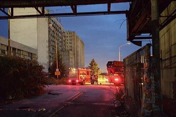 Zásah hasičov v objekte mlynov.