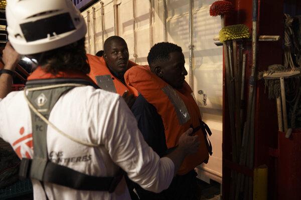 Plavidlo prevádzkujú humanitárne organizácie Lekári bez hraníc  a SOS Mediterranée.