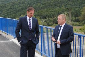 Na prvom, najzložitejšom moste, župan a starosta.