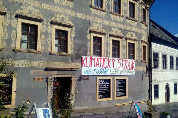 Klimatický štrajk sa rozhodli podporiť aj galérie.