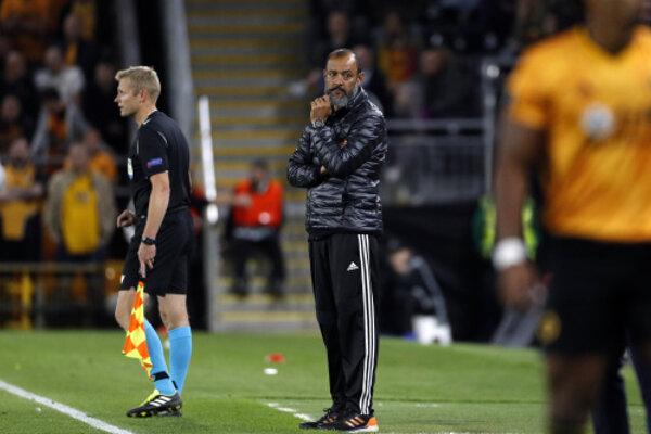 Tréner Wolvesu Nuno Espirito Santo počas zápasu proti Brage.