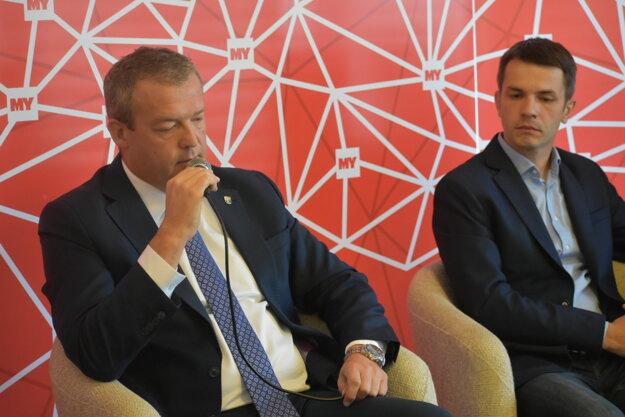 Vľavo predseda TSK Jaroslav Baška
