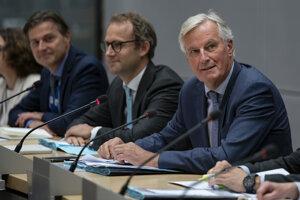 Britský minister pre brexit Stephen Barclay a vyjednávač Európskej únie pre brexit Michel Barnier (vpravo).