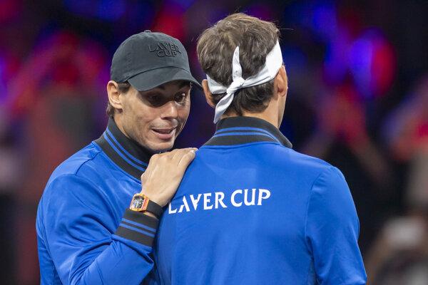 Rafael Nadal (vľavo).