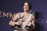 Phoebe Waller-Bridgeová si odniesla nielen titul najlepšej herečky v danej kategórii, ale ako tvorkyňa tohto seriálu bola tiež ocenená ako najlepšia režisérka a scenáristka v komediálnom žánri.
