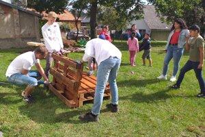 Zahraniční dobrovoľníci, ktorí pomáhali v KC pri OZ Tobias v Prešove. V priebehu Týždňa dobrovoľníctvo sem prišlo najviac dobrovoľníkov v Prešove.