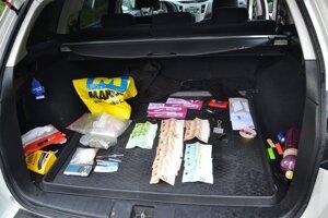 Polícia našla drogy a peniaze pri osobnej prehliadke Svidníčana a pri prehliadke auta.