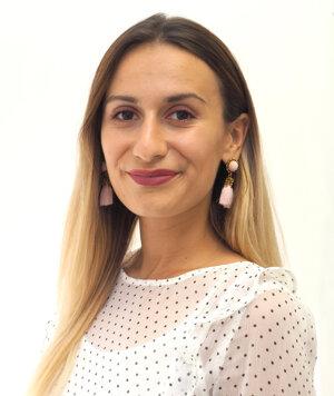Júlia Zacharidesová, právna asistentka
